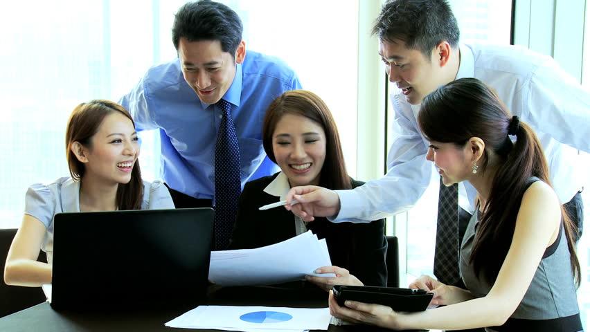 "<img src=""employee discussion"" alt=""work culture yang baik pegawai"" />"
